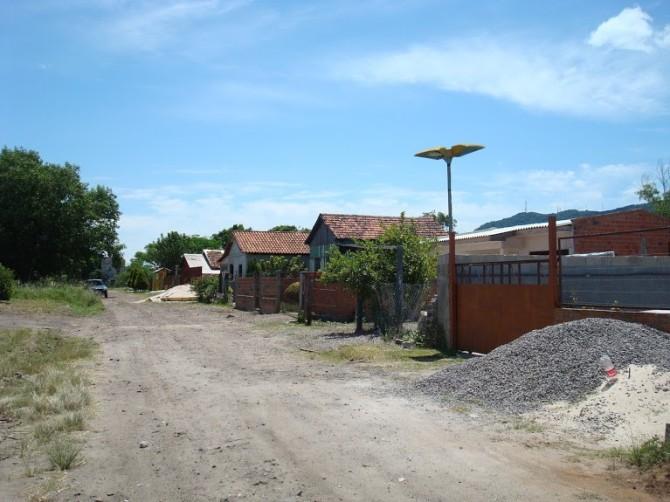 Uma das vias de acesso à Ocupação da Gare: apropriação legítima dos moradores é alvo dos tentáculos estatais. Foto: SEVERO, Felipe. 2013.